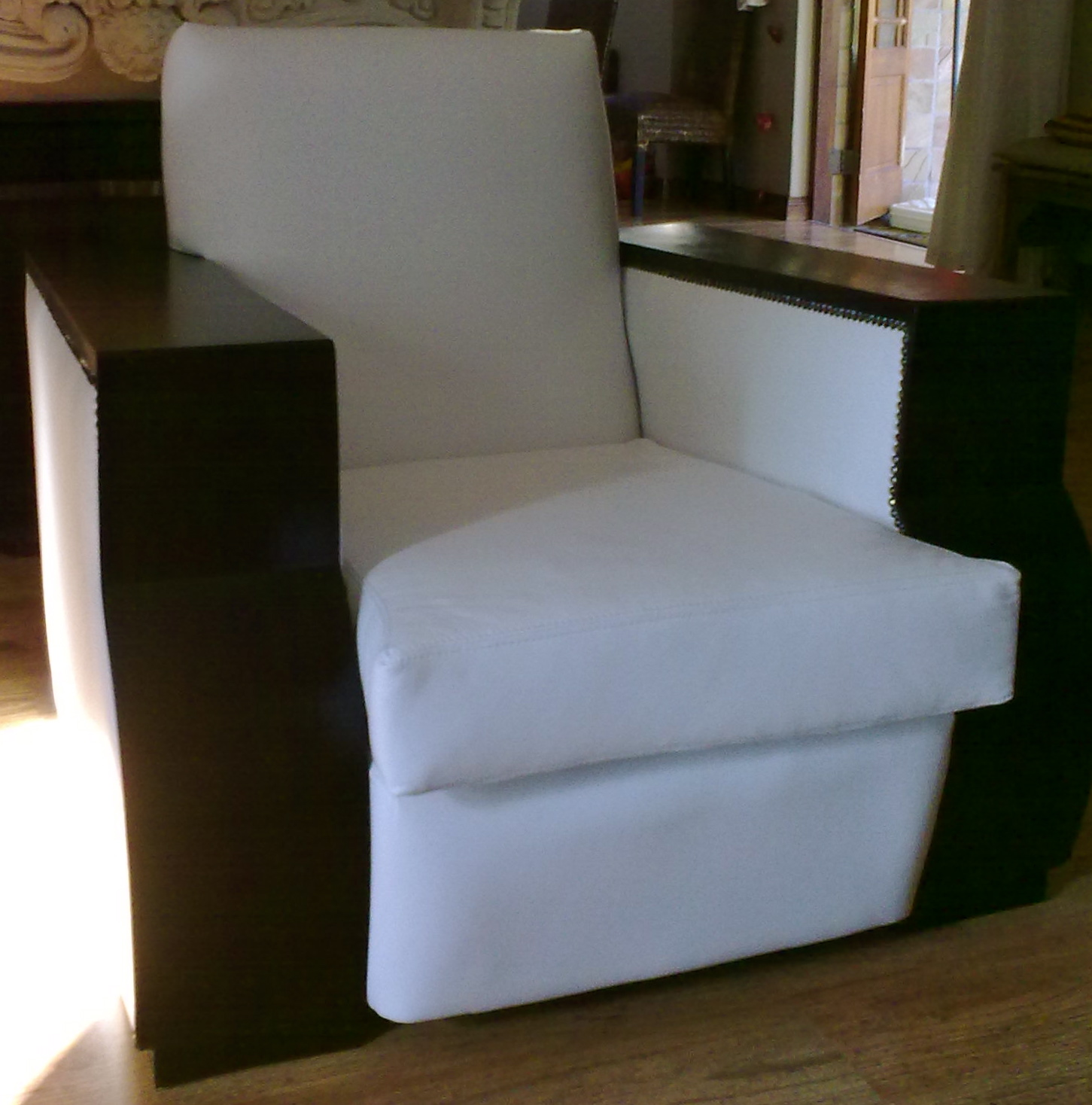 Vintage leather chair reupholstery upholstery cape town for Recover furniture cape town